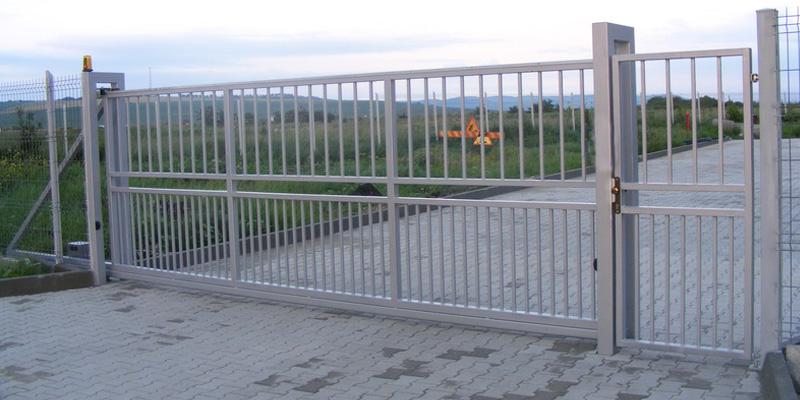 portail-industriel-autoportant-avec-portillon
